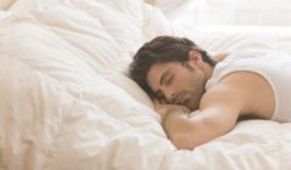 睡覺姿勢也會影響男人性功能!?