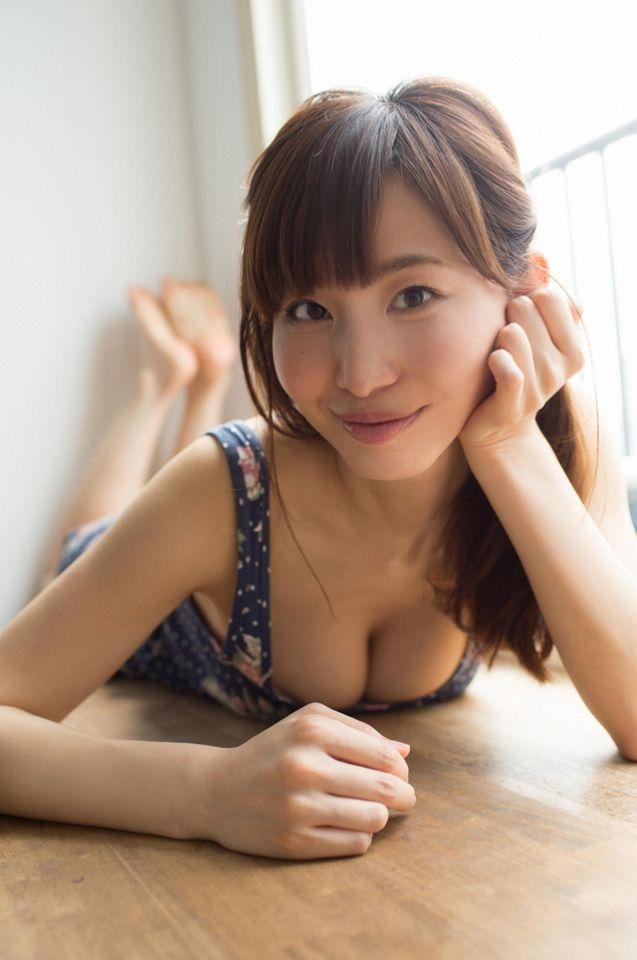 【手机通话APP推荐】前电视台主播G奶大解禁!踏入写真界的日本「最性感主播」塩地美澄