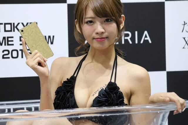【手机聊天APP推荐】Xperia美女澡堂  东京电玩展早瀬あや又下去泡澡惹