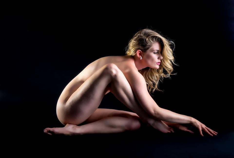 【手機賺錢APP推薦】我與裸體模特的一場嬌柔性愛