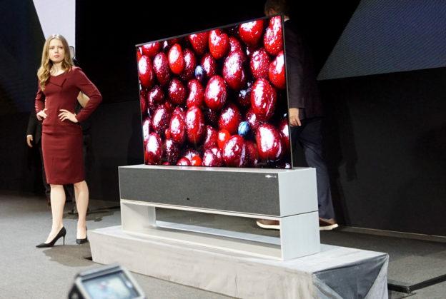 【手机赚钱APP推荐】LG 推出与客厅融为一体,卷动完全收合萤幕的 Signatures OLED TV R