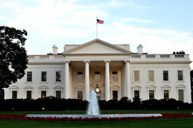 【手機聊天直播551996】美白宮預算主管籲請,政府包商的華為禁令延後上路