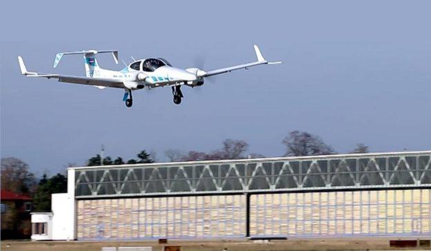 【手機聯誼APP推薦】德國大學研發,全球首個真正飛機自動降落系統