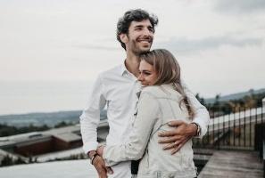 【電話交友聊天約會】「我是愛他的,但最近看到他總覺得心煩。」研究:造成婚姻走向離婚之途的 4 個地雷