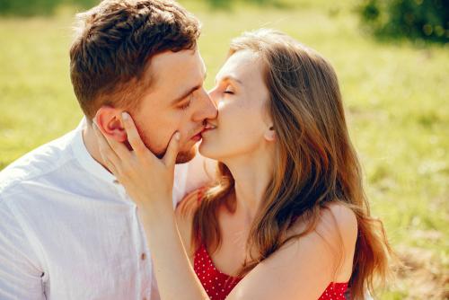 【電話聊天交友約會】女人要嫁,就要嫁一個可以保護你的男人
