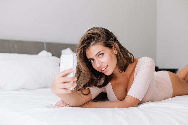 【手機約會APP推薦】遠距離戀愛必試!4個超撩人視訊愛愛姿勢