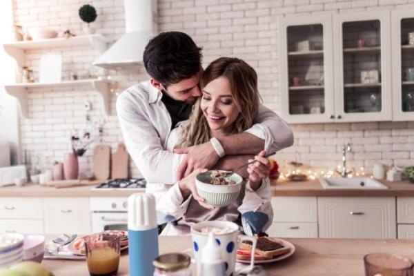 【手機約會APP推薦】情人伴侶的親密練習,五個增進感情的小動作